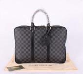 2010年新作 Louis Vuitton 激安 ルイヴィトン 新品 ダミエ・グラフィット ポルトドキュマン・ヴォワヤージュ ビジネスバッグ メンズ ハンドバッグ ビトン N41125