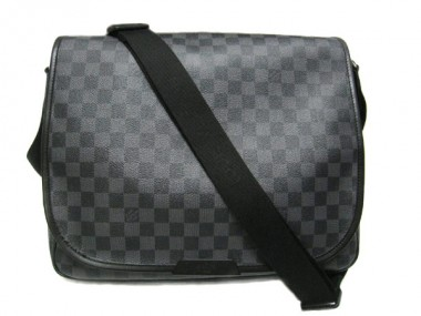 Louis Vuitton 激安 ルイヴィトン 新品 ダミエ・グラフィット バッグ ショルダーバッグ レンツォ N51213