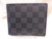 2010年早春新作 Louis Vuitton 激安 ルイヴィトン 新品 ダミエ・グラフィット メンズ 二つ折り パスケース付き財布 フロリン N63074
